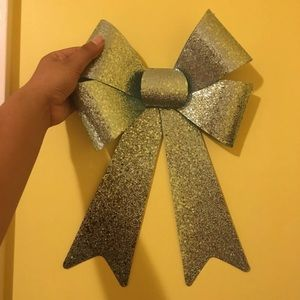 Blue sparkly bow
